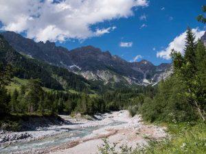Bertgenhuette blick auf Zugangniedertorscharte 300x225 - Bertgenhütte 1846hm - Hochseiler - Berchtesgadener Alpen