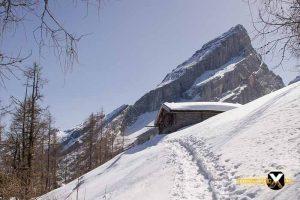 Falzalm on Watzmannhaus in winter wintering hut Watzmann winter tour Hiking Snowshoe 27 1 300x200 - Watzmann - House Winter Tour