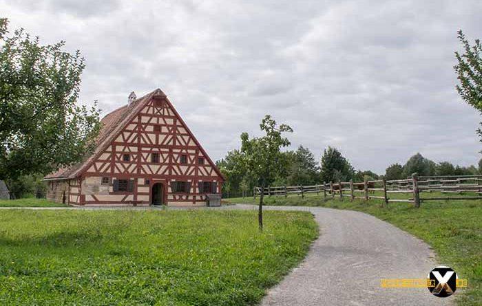 Open Air Museum Bad Windsheim jewelry Full Fackwerk of old farmhouses 700x445 - Trist, dark and boring!