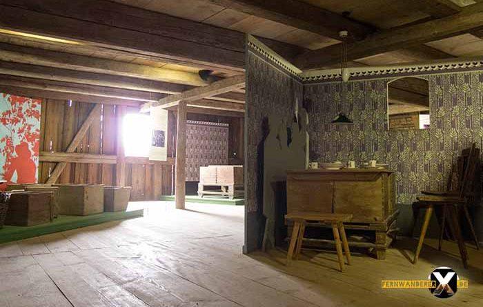 Freilandmuseum Bad Windsheim auch Geschichten zu den Perosnen in Franken und deren Arbeitsweise werden erzählt 700x445 - Trist,dunkel und langweilig!