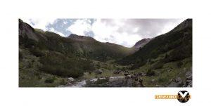 Bergpanorame Fotografie auf dem Weg zur ansbacher Hütte im Lechtal Lechtaler Alpen Landschaftsfotografie1 300x151 - Die Kühe im Tal