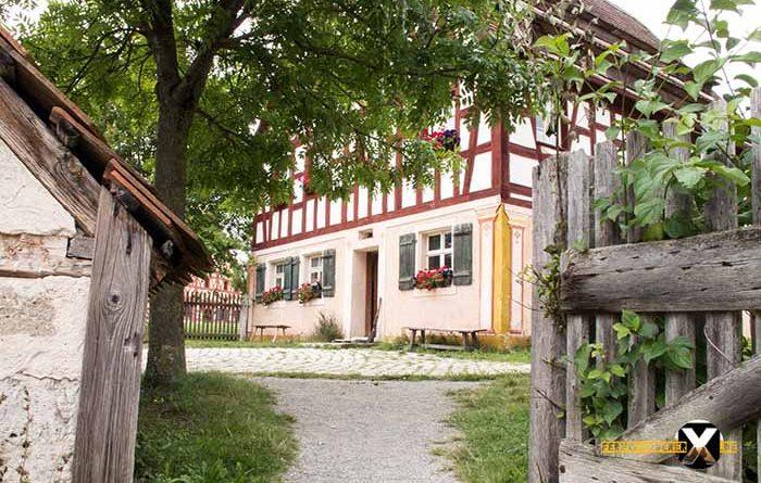 Freilandmuseum Bad Windsheim 2 Stöckiges Fachwerkhaus 700x445 - Trist,dunkel und langweilig!