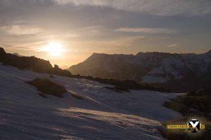 Sonnenaufgang am Watzmannhaus Winterquartier Hütte  Watzmann Winter Tour Wandern Schneeschuh 35 300x200 - Watzmann - Watzmannhaus Wintertour