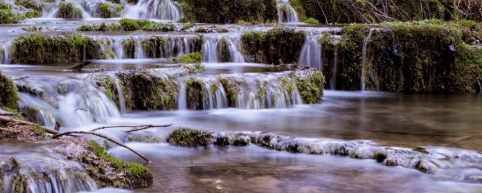 Sinterstufen Sintertreppen Fraenkische Schweiz Weisenohe Lillachtal lillachtalquelle ausflug wandern 3 696x279 - SINTERSTUFEN-Wanderung Weißenohe - Lillachtal - Lillachquelle - Lilling