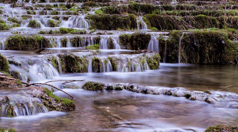 Sinterstufen Sintertreppen Fraenkische Schweiz Weisenohe Lillachtal lillachtalquelle ausflug wandern 3 800x445 - SINTERSTUFEN-Wanderung Weißenohe - Lillachtal - Lillachquelle - Lilling