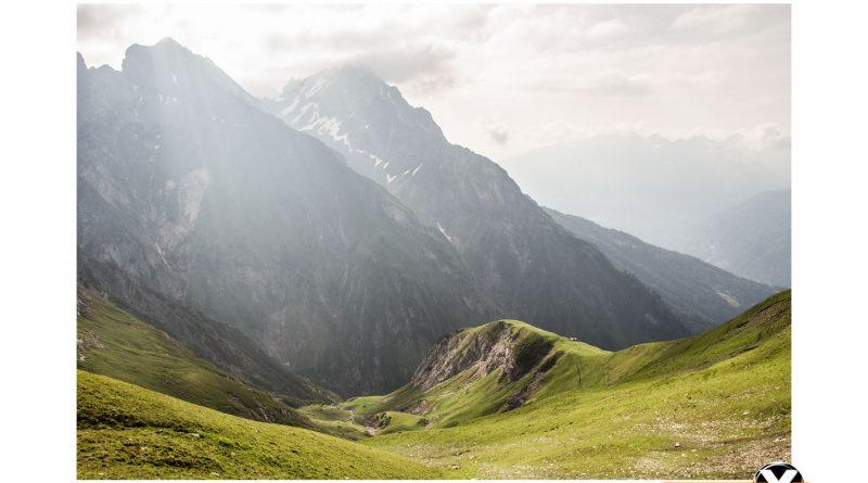Parseierspitze Eisenkopf Darwinscharte Urlaub Tirol sonnenaufgang berge grashügel Bergsteigen Route Ansbacher 800x445 - Landscape photography in the Lechtal Alps around the Augsburger Hoehenweg